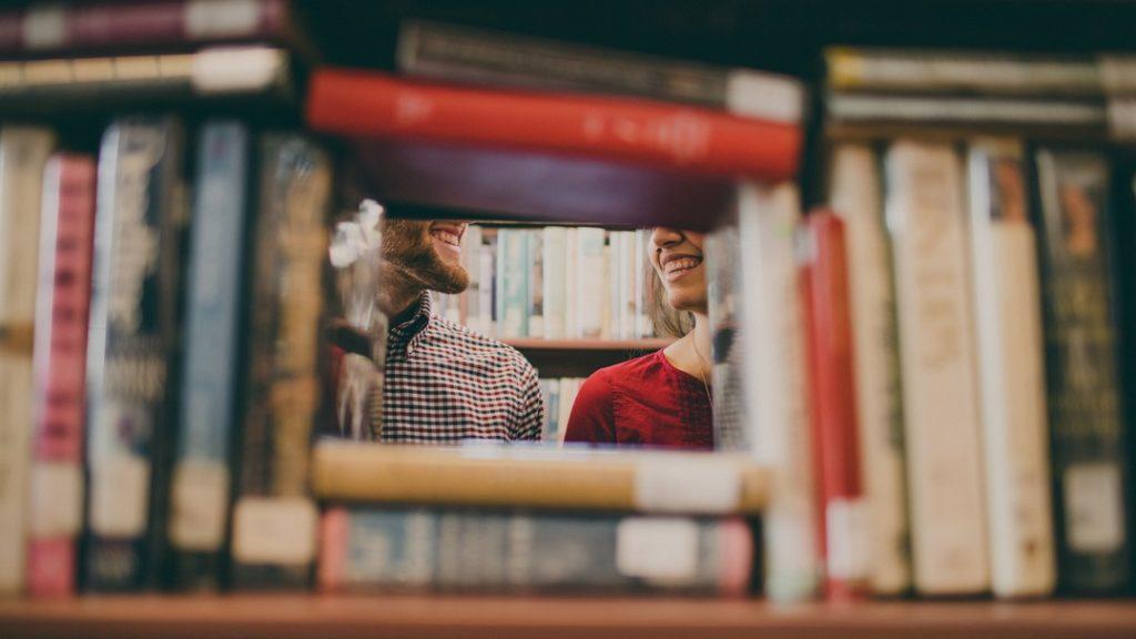 libreria © josh felise unsplash